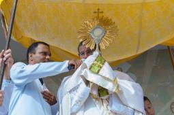 Prociss�o e celebra��o do Corpus Christi