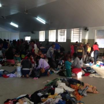S.O.S. e Fundo Social entregam donativos da Campanha do Agasalho
