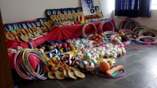 5be5a32d01c80 OSVALDO CRUZ - A Prefeitura de Osvaldo Cruz formalizou hoje (21) a entrega  de R$ 33 mil em materiais entre esportivos e brinquedos para creches e  escolas da ...