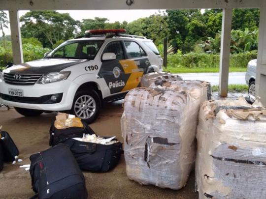 54af31b8a4d PRESIDENTE EPITÁCIO - A Polícia Militar Rodoviária apreendeu nesta  terça-feira (23) uma carga de oito mil relógios de pulso e 12 mil jaquetas  de couro com ...
