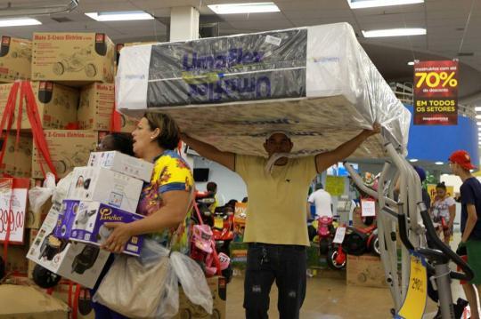 820f167d8 NACIONAL - Grandes varejistas realizam promoções em janeiro para acabar com  os estoques de fim de ano e aquecer as vendas em um mês em que  tradicionalmente ...
