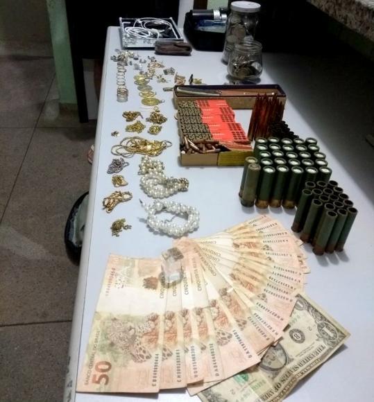 405605fd800 GARÇA - A Polícia Militar de Garça (SP) recuperou nesta segunda-feira (14)  cerca R  30 mil em joias furtadas na cidade por dois menores na última ...
