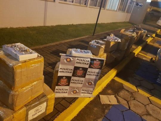 b3fbef21ed3 Mercadorias do Paraguai foram apreendidas em Presidente Venceslau (Foto   Divulgação Polícia Militar)