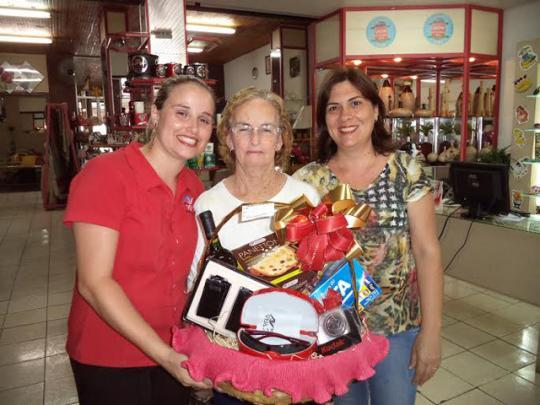Conheça a ganhadora da promoção de natal Ótica Veja - Destaque ... 024e736b87