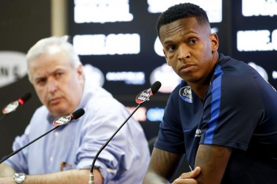 Jô e Roberto de Andrade deram entrevista após reunião com torcedores  organizados (Foto  Marco Galvão Estadão Conteúdo). CORINTHIANS ... a03f910447609