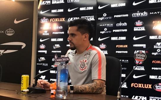 Fagner concedeu entrevista coletiva no Corinthians nesta terça-feira (Foto   Bruno Cassucci) b454cf87b7aa9