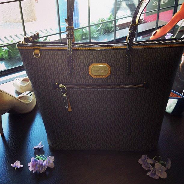 701f6422c6d39 Descontrole Modas  Confira a nova coleção em bolsas da Victor Hugo ...